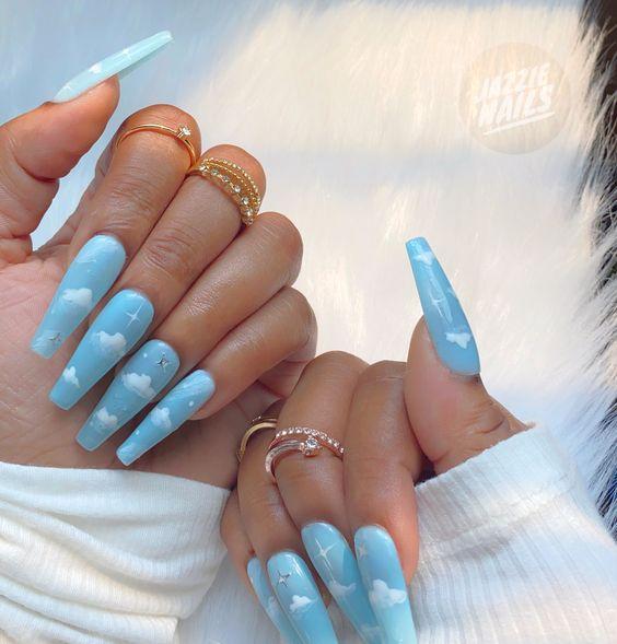 облака на ногтях